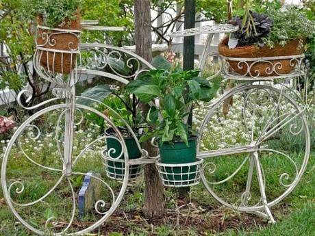 оригинальная подставка под ампельные растения