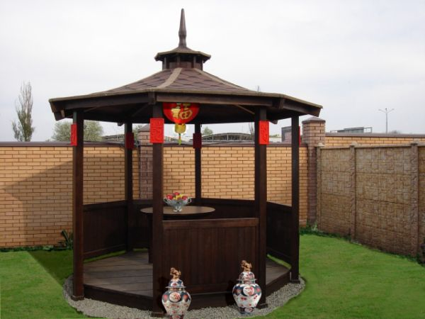 Дачная беседка с буддийскими элементами