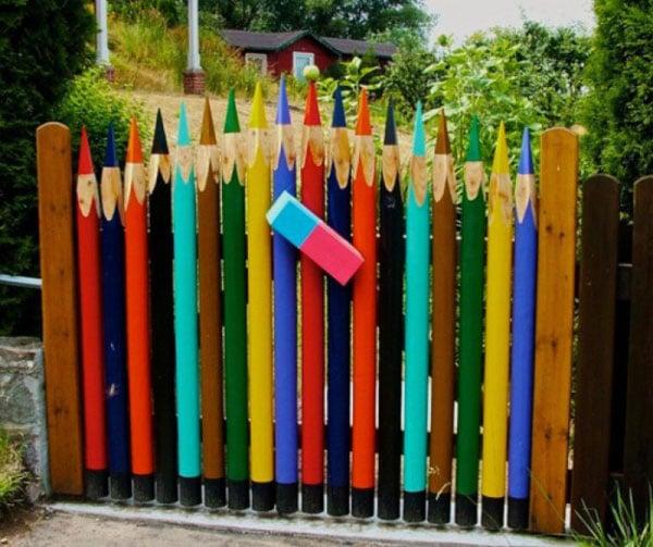 Дизайн калитки в виде карандашей