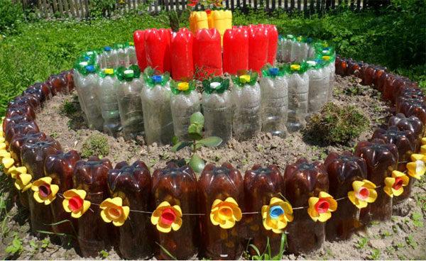 Многоярусная клумба из бутылок пвх