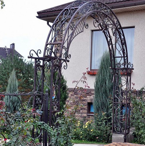 Массивная кованая арка