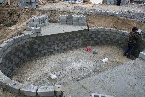 Бассейн из блоков прост в строительстве