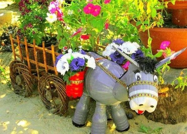 Цветник ослик с тележкой