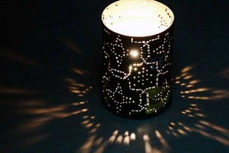 фонарик из пустой жестяной банки
